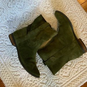 🚚 Vince Camuto Green Suede Boots Size 6.5